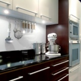 Barevná skla za kuchyňské linky