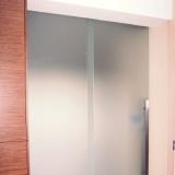 Skleněné dveře a stěny
